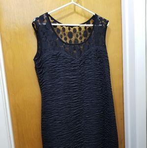 Figure flattering dress w sweetheart neckline